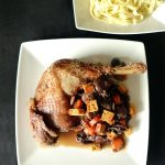 Cuisse de dinde aux pruneaux, aux champignons et aux épices