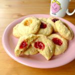 Sprinkle jam cookies (sablés à la confiture et aux billes de sucre)