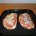 Tartines au thon, à la tomate et à la crème fraîche