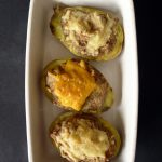 Pommes de terre farcies au jambon et aux champignons