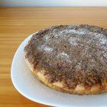 Gâteau au café et glaçage aux noix et aux noisettes