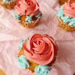 Cupcakes «bouquet de roses» aux pépites de chocolat