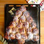 Brioche de Noël aux épices et aux raisins secs (sapin)